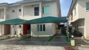 4 bedroom House for sale  behind Enyo filling station chisco  Lekki Lagos