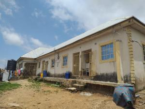 6 bedroom House for sale kwamma area nigerantenna junction suleja Niger state Suleja Niger