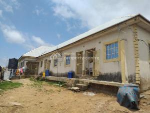 Self Contain Flat / Apartment for sale   Kwamma Area Nigerantenna Junction , Suleja Niger