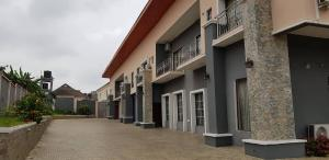 4 bedroom Terraced Duplex House for sale Alalubosa Ibadan Oyo
