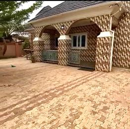 4 bedroom Detached Bungalow House for sale LOCATION: TRANS-EKULU(VERY VLOSE TO T-JUNCTION AND A 3MINS DRIVE FROM IGWE NNAJI PALACE) Enugu Enugu