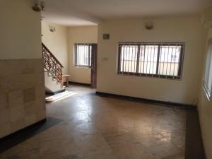 4 bedroom Flat / Apartment for rent Off Ogunlana Street Olukole Street Ogunlana Surulere Lagos