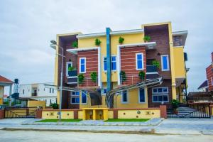 4 bedroom Semi Detached Duplex House for sale Buena Vista Estate chevron Lekki Lagos