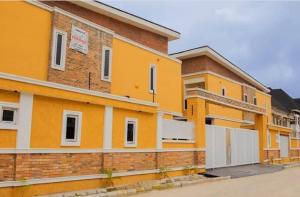 4 bedroom Terraced Duplex House for sale .... Lekki Lagos