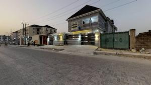 5 bedroom Detached Duplex House for sale Off Ajiron Road Jakande Lekki Lagos
