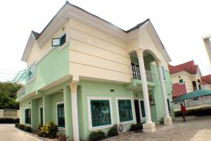 5 bedroom Detached Duplex House for rent In an estate by the police station Life Camp Abuja