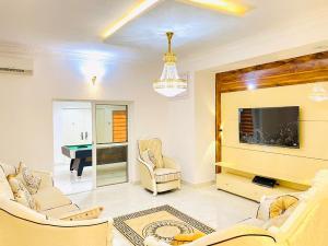 6 bedroom Detached Duplex for shortlet chevron Lekki Lagos