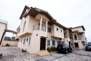 6 bedroom Terraced Duplex House for sale Off Freedom way Ikate Lekki Lagos