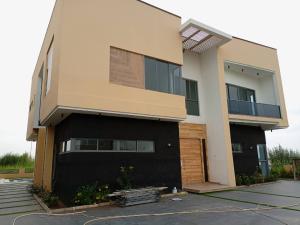 6 bedroom Detached Duplex for sale S chevron Lekki Lagos
