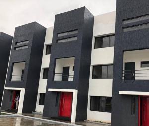 2 bedroom Blocks of Flats House for sale - Osapa london Lekki Lagos