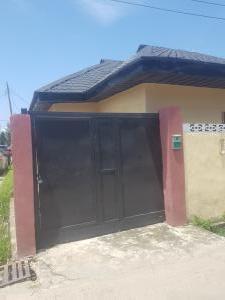 3 bedroom Detached Bungalow for sale Off Bodethomas Inside An Estate Surulere Lagos