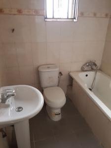 5 bedroom Flat / Apartment for sale Millenium Estate Millenuim/UPS Gbagada Lagos