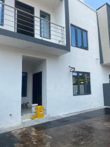 4 bedroom House for sale Adegbeyeni Street, Off Allen Avenue Ikeja Lagos