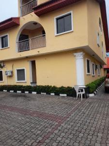 4 bedroom Flat / Apartment for rent Off Admiralty Road Lekki Phase 1 Lekki Lagos