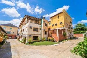 3 bedroom Mini flat for shortlet   Shonibare Estate Maryland Lagos