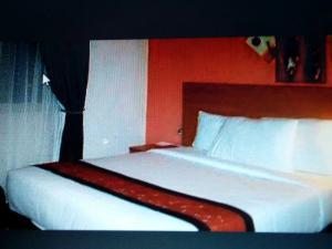 10 bedroom Commercial Property for sale Along Chevron Drive. chevron Lekki Lagos