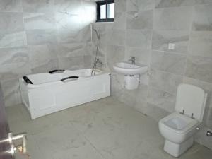 4 bedroom Massionette House for sale Off water corporation drive ONIRU Victoria Island Lagos