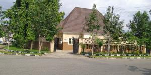 3 bedroom House for sale 3rd avenue, Gwarinpa. Close landmark is Drumstix restaurant Gwarinpa Abuja