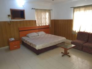 10 bedroom Hotel/Guest House Commercial Property for sale Mende Maryland Lagos