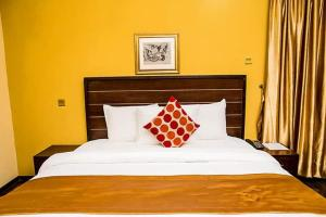 10 bedroom Hotel/Guest House Commercial Property for sale - Anthony Village Maryland Lagos