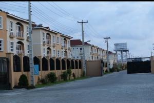 3 bedroom Mini flat Flat / Apartment for rent Milverton Estate Jakande Lekki Lagos