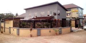 6 bedroom Hotel/Guest House Commercial Property for shortlet Baba pupa, iyana tipper, off akala express way Akala Express Ibadan Oyo