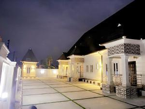 3 bedroom Semi Detached Bungalow House for sale abraka near warri this property is near delta state university  Warri Delta