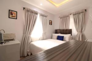 1 bedroom Commercial Property for shortlet Lekki Lekki Phase 1 Lekki Lagos