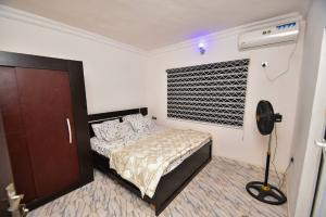 2 bedroom Commercial Property for rent Surulere Lagos