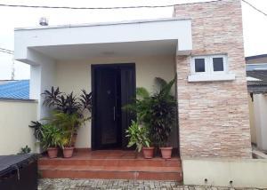 3 bedroom Detached Duplex House for sale off Akerele rd Adeniran Ogunsanya Surulere Lagos
