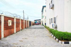 3 bedroom Blocks of Flats House for shortlet 65 Ajiran road Agungi Agungi Lekki Lagos