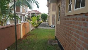 6 bedroom House for sale Amen Estate Off Lekki-Epe Expressway Ajah Lagos