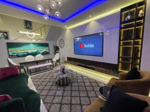 4 bedroom Terraced Duplex for shortlet Osapa Osapa london Lekki Lagos