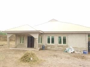 4 bedroom Detached Bungalow House for sale Dove street, near General supermarket, Ashipa area off Akala Express Akala Express Ibadan Oyo