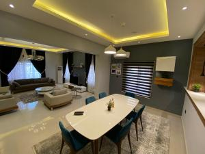 4 bedroom Self Contain Flat / Apartment for shortlet Lugbe Abuja