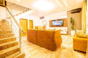 4 bedroom Self Contain Flat / Apartment for shortlet chevron Lekki Lagos