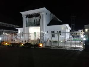 5 bedroom Detached Duplex House for sale river park estate airport road Lugbe Abuja