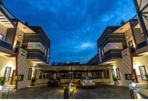 5 bedroom Detached Duplex for sale Orchid Road chevron Lekki Lagos