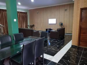 4 bedroom Flat / Apartment for shortlet 5, Bashorun Apampa Road, Jericho Ibadan Oyo