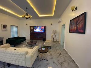 4 bedroom Flat / Apartment for shortlet Lekki Lagos