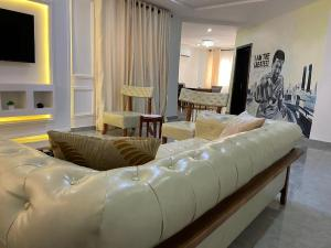 3 bedroom Self Contain Flat / Apartment for shortlet TY Danjuma Street Didaolu Estate ONIRU Victoria Island Lagos