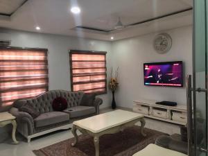 3 bedroom Terraced Duplex House for shortlet Dideolu estate off Ty Danjuma Street victoria Island. ONIRU Victoria Island Lagos