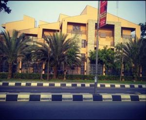4 bedroom House for rent The Mews Gerard road Ikoyi Lagos