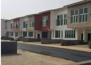 3 bedroom Church Commercial Property for rent old karmo Dape Abuja