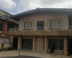 2 bedroom Blocks of Flats House for sale Caxton str, off akobi,surulere.  Ojuelegba Surulere Lagos
