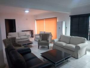 4 bedroom Flat / Apartment for rent Mende Maryland Lagos