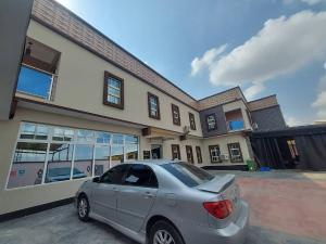 10 bedroom Hotel/Guest House Commercial Property for sale Oke-Ira Ogba Lagos