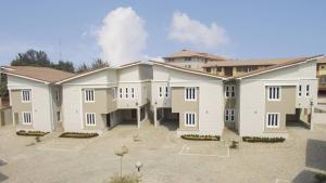 3 bedroom Semi Detached Duplex House for sale BUSH STREET Mende Maryland Lagos