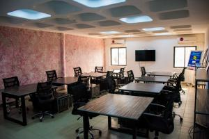 1 bedroom mini flat  Workstation Co working space for rent Bassan Plaza,10th Street,3rd Floor, D Wing Central Business District, Behind Total House, Abuja, Fct Abuja Central Area Abuja