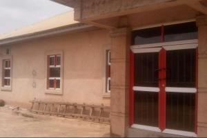 Commercial Property for rent Obe last bus stop, evbukhu Oredo Edo